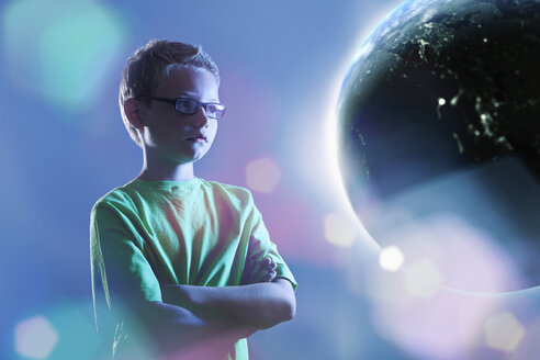 Young boy watching earth - PD000628