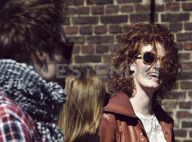 Laughing young woman with sunglasses - HOHF000416