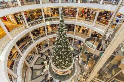 Germany, Baden-Wuerttemberg, Stuttgart, rotunda with decorated Christmas tree of department store Breuninger - WD002226
