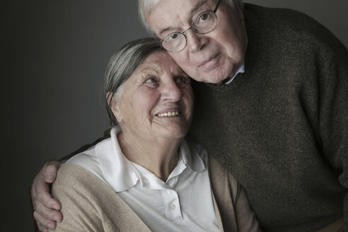 Portrait of senior couple, close-up - JATF000644