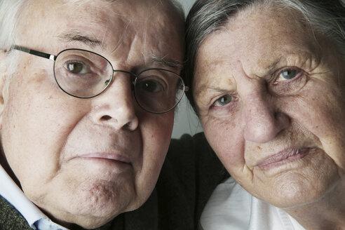 Portrait of senior couple, close-up - JATF000648