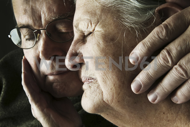 Portrait of senior couple with close eyes, close-up - JATF000650 - Jan Tepass/Westend61