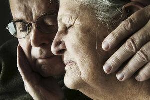 Portrait of senior couple with close eyes, close-up - JATF000650
