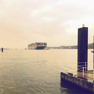 Jetty Bubendey, Finkenwerder, container ship, Hamburg, Germany - SE000509