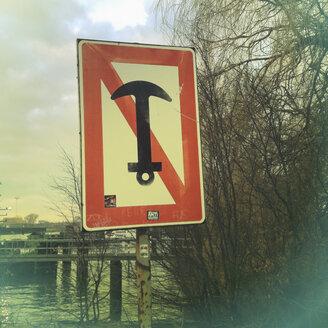 Sign for ships, anchors banned, Hamburg, Germany - SE000510