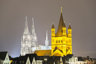 Germany, North Rhine-Westphalia, Cologne, view to lighted Cologne Cathedral and Great St Martin by night - WGF000226