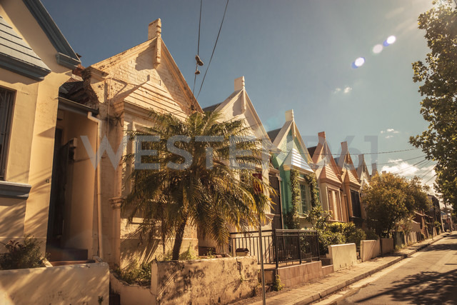 Australia, New South Wales, Sydney, Newtown, row of old residential houses at sunlight - FBF000226