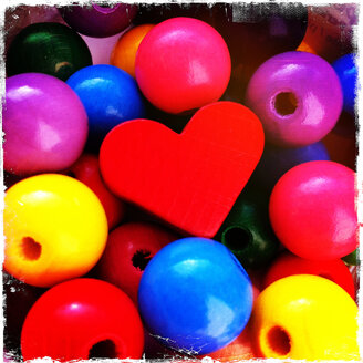 Wooden balls with a small heart for homemade chains - JAWF000008