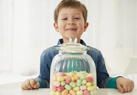 Germany, Munich, Boy with candy jar - FSF000157