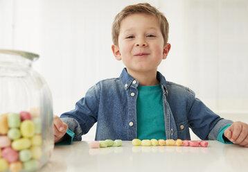 Germany, Munich, Boy with candy jar - FSF000182