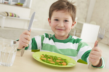 Germany, Munich , Boy eating peas and carrots - FSF000144