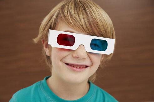Germany, Boy wearing 3D glasses - FSF000101