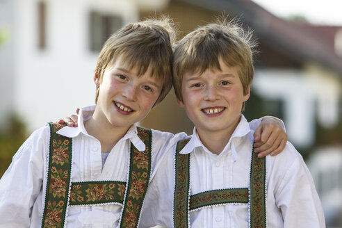 Germany, Murnau, Twin brothers wearing traditional costumes - EGF000094