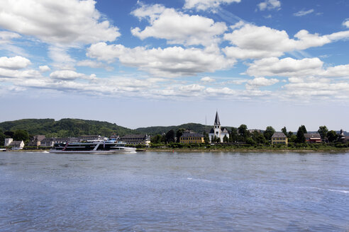 Germany, Rhineland-Palatinate, Neuwied, Unkel at Rhine river - CSF020873