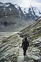 Austria, Grossglockner, Mount Johannisberg, Pasterze Glacier, hikers - PA000389