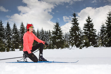 Germany, Thuringia, A woman cross-country skiing in the forest near Masserberg - VTF000087