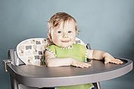 Baby sitting in highchair - IPF000008