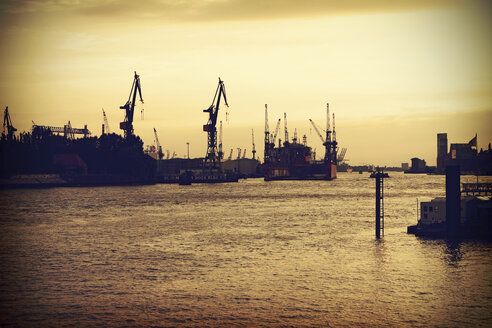Germany, Hamburg, Blohm and Voss dry dock - HOHF000476