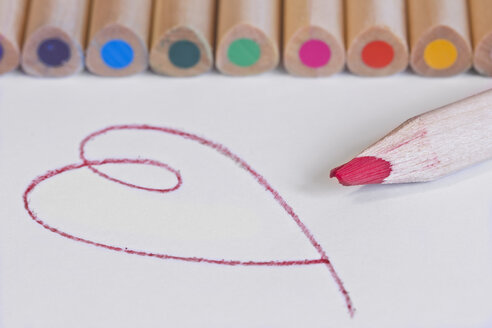 Row of colored pencils and drawn heart - YFF000031