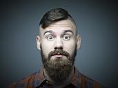 Portrait of surprised young man - RH000282