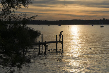 Germany, Berlin,view to jetty at Havel by sunset - LA000555