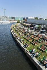 Germany, Berlin, people relaxing at riverside - LA000562