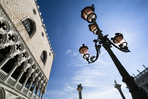 Italy, Venice, Doge's Palace and street lantern - EJWF000257