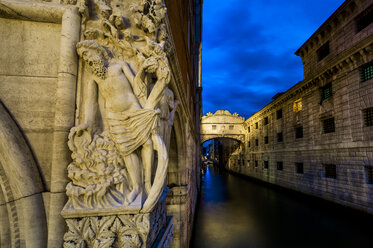 Italy, Venice, Doge's Palace and Bridge of Sighs - EJWF000280