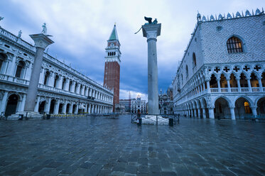 Italy, Venice, St Mark's Square with Doge's Palace and Campanile - EJWF000274