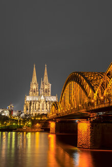 Germany, North Rhine-Westphalia, Cologne, lighted Cologne cathredral and Hohenzollern Bridge by night - WGF000248