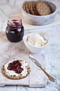 Round crispbread, cream cheese and currant jelly, knife - SBDF000609