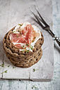 Round crispbreads, cream cheese, cooked ham and cress - SBDF000612