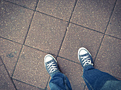 Converse sneakers and blue jeans - ABAF001251