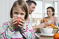 Father, mother and daughter having healthy breakfast - RBYF000441