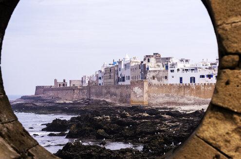 Morocco, Essaouira, Kasbah, cityscape with coast - THAF000109