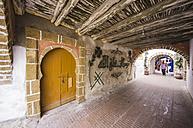 Morocco, Essaouira, Old Medina, roofed alley - THA000114