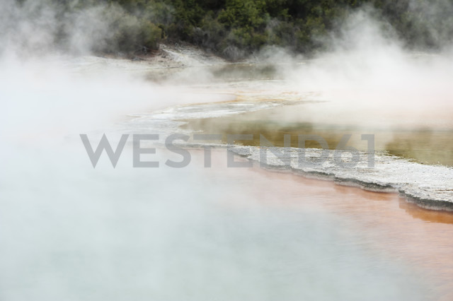 New Zealand, North Island, Bay of Plenty, Rotorua, Wai-O-Tapu, Champagne Pool - JB000064 - Jan & Nadine Boerner/Westend61
