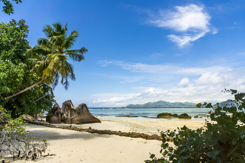 Seychelles, La Digue, Beach at Anse Union bay - WEF000005