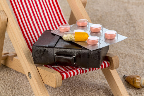 Symbolical picture of first-aid kit for long distance travels, detail - EJWF000331