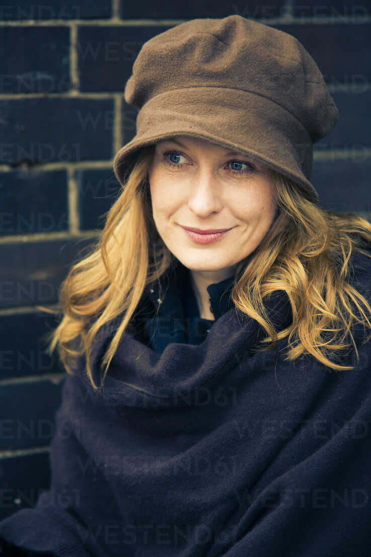Portrait of smiling woman wearing hat - NG000078 - Nadine Ginzel/Westend61