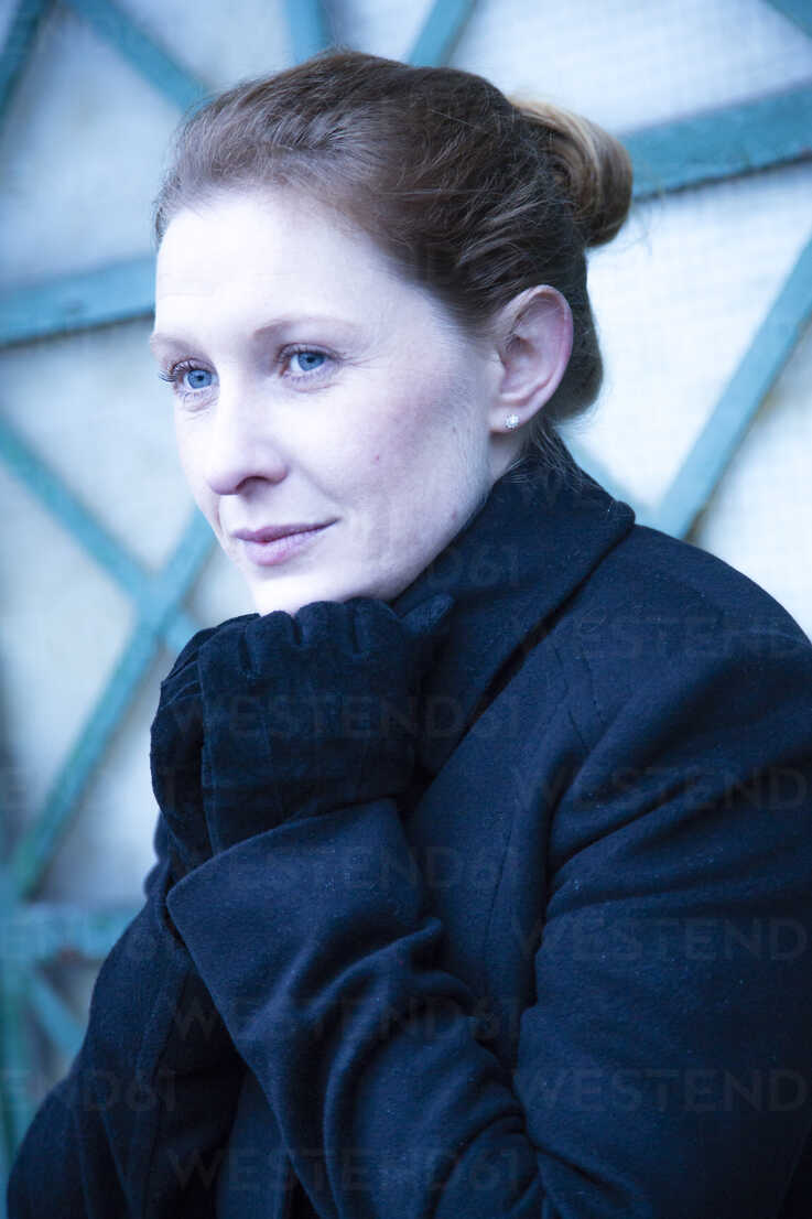 Portrait of woman keeping shut her collar - NG000103 - Nadine Ginzel/Westend61