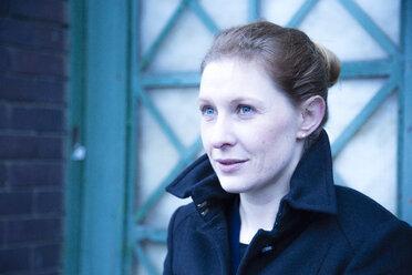 Portrait of hopeful woman - NG000106