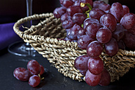 Wicker basket of red grapes (vitis vinifera), close-up - YFF000047