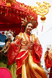 Thailand, Nakhon Sawan, view to traditionel costumed woman at Chinese New Year's parade - ZC000026