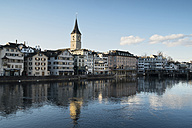Switzerland, Zurich, view to St. Peter's church, houses and Limmat River - ELF000895