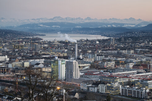 Switzerland, Zurich, view to city with Zurichsee in front of the Swiss Alp - ELF000889