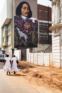 South Africa, Johannesburg, Street in Downtown near Maboneng with mural painting - TK000285