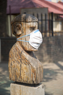 South Africa, Johannesburg, Downtown, Sculpture with pollution mask - TK000278