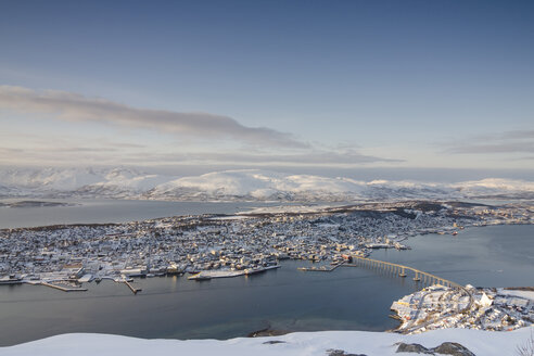 Norway, Troms, Tromso, View from Storsteinen, Cityscape, Tromso Bridge in winter - PAF000447