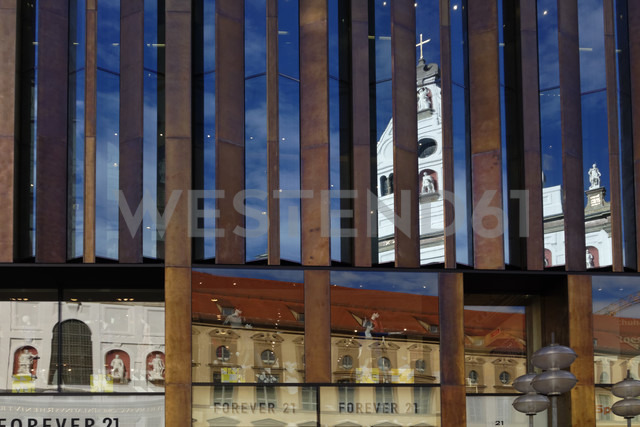 Germany, Bavaria, Munich, Kaufingerstrasse, view in the mirror, St Michael's Church - LB000583